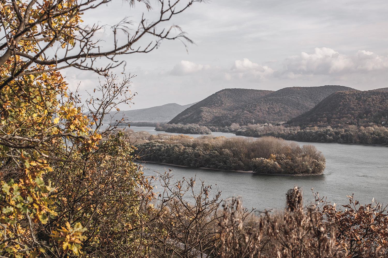 A Helemba-sziget a Sziklás-hegyről nézve. (Forrás: Ciernediery.sk)