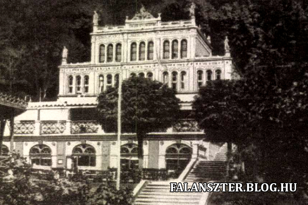 A Gyógyteremben kávézó, könyvtár, kaszinó is működött. De itt tartották a hangversenyeket, bálokat és a fogadásokat is. (Forrás: Falanszter.blog.hu)