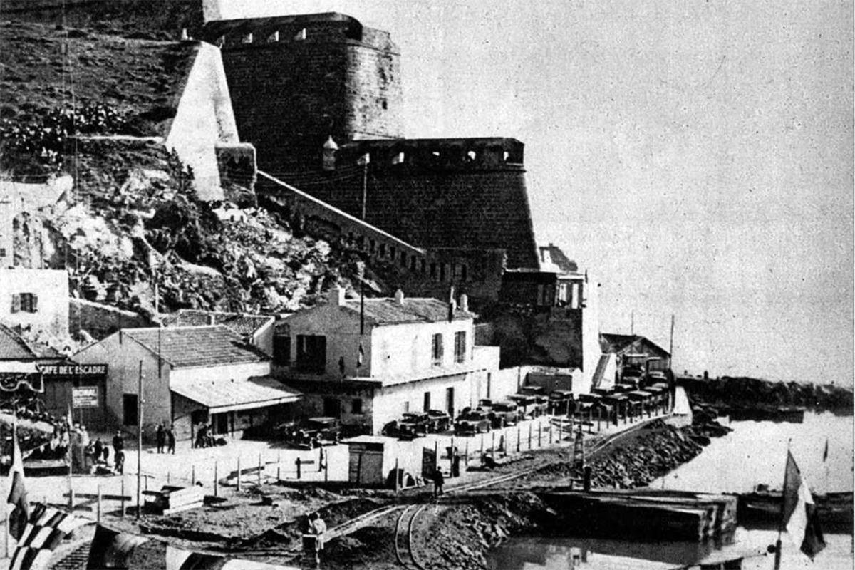 Mers el Kebír leendő hadikikötő építése. (Fotó: Pesti Hírlap)