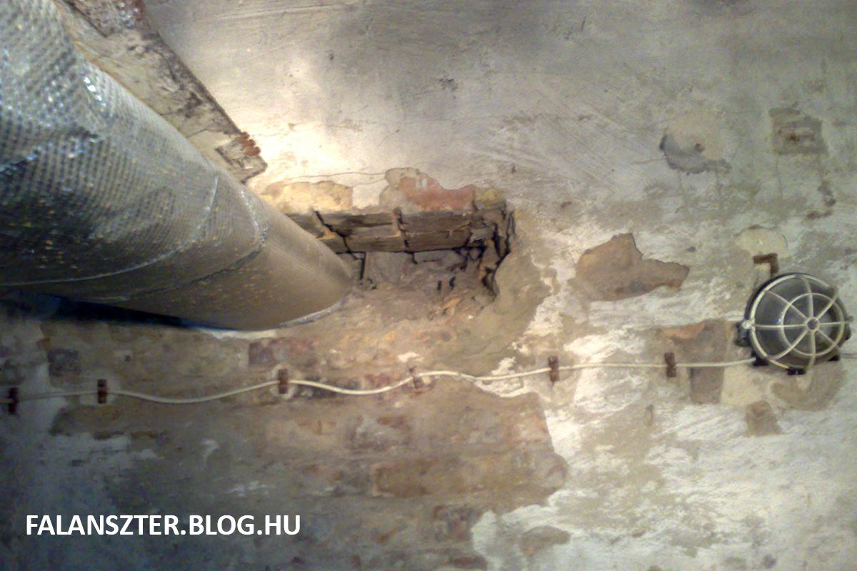 A törmelékeket elfalazták az Erkelben is (Fotó: Dézsy Zoltán)