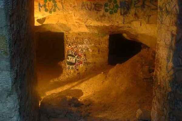 párizsi katakomba19.jpg