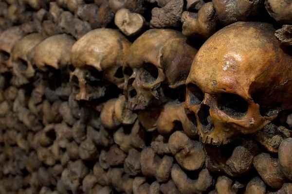 párizsi katakomba2.jpg