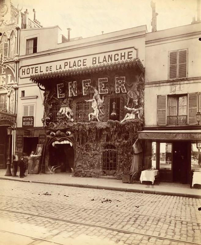 A Pokol megyitása évében. Itt még mezetelen női testek pucsítottak az utca felé. (Fotó: Parismuseescollections.paris.fr.)
