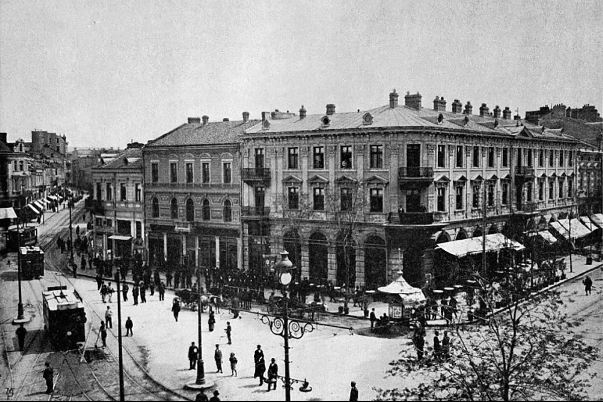 Az egykori Mária Lujza sugárút. Balra a néhai Kereskedelmi utca, jobbra a Macedonia Hotel. (Forrás: Stara-Sofia.com)