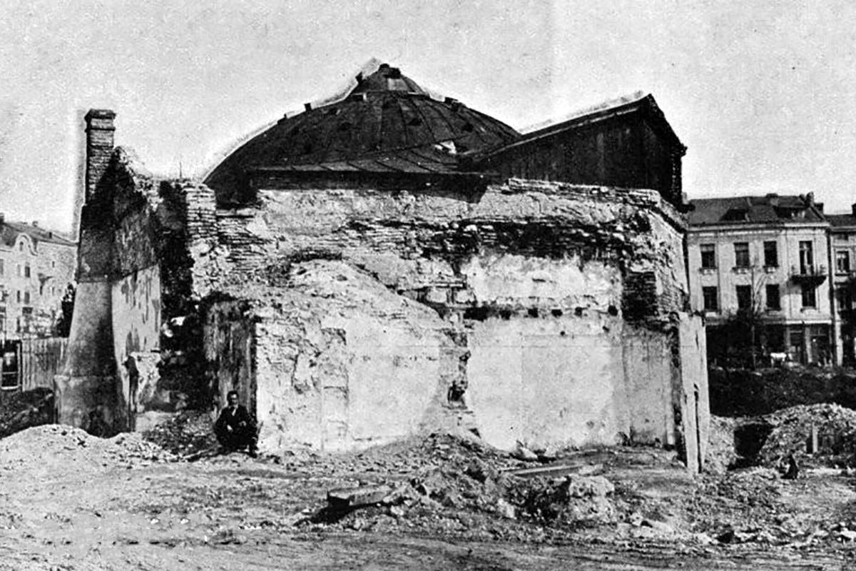 Az egykori Banyabasi téren több XVI. században épült török fürdő is állt, ezeket 1913-ban bontották le. (Forrás: Stara-Sofia.com)
