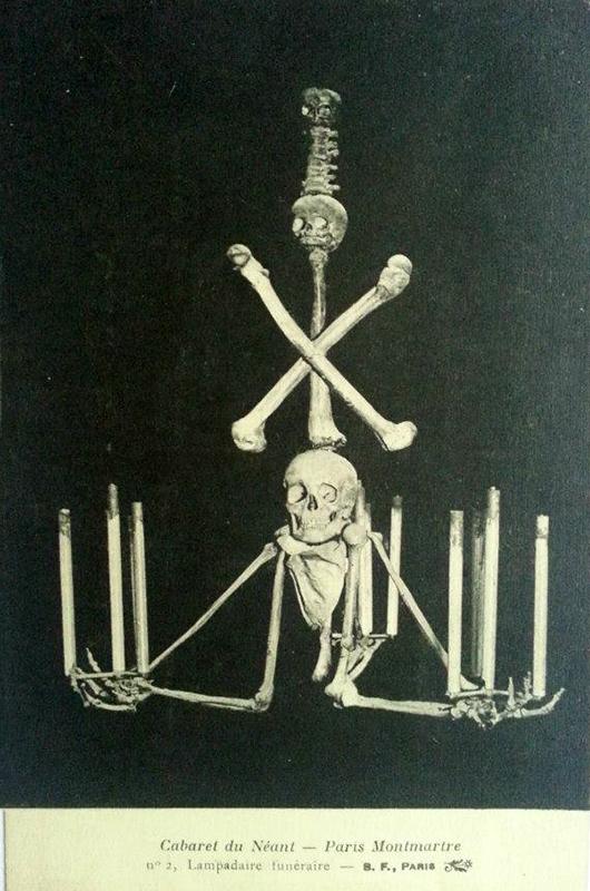 Emberi csontokból készült csillár. (Forrás: Falanszter.blog.hu)