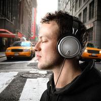 Te is zenével a füledben közlekedsz?