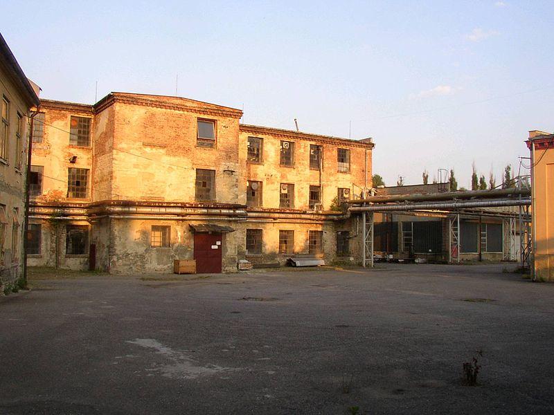 800px-schindlers_factory_brnenec_cz_2004b.JPG
