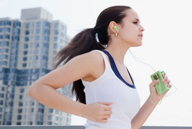 rbk-life-hacks-running-with-headphones-xln.jpg