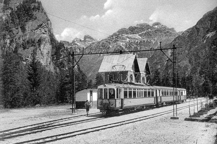 treno_a_carbonin.jpg