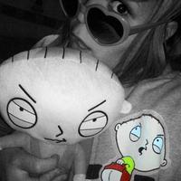 Stewie-s pulcsi és plüssfigura
