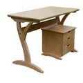 Három íróasztal