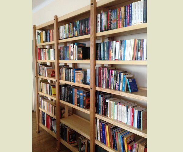 fa könyvespolc