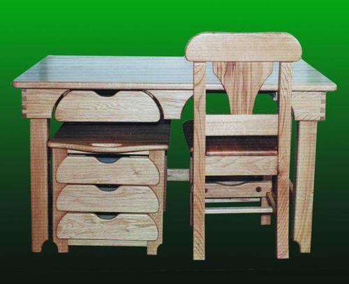 állítható magasságú íróasztal