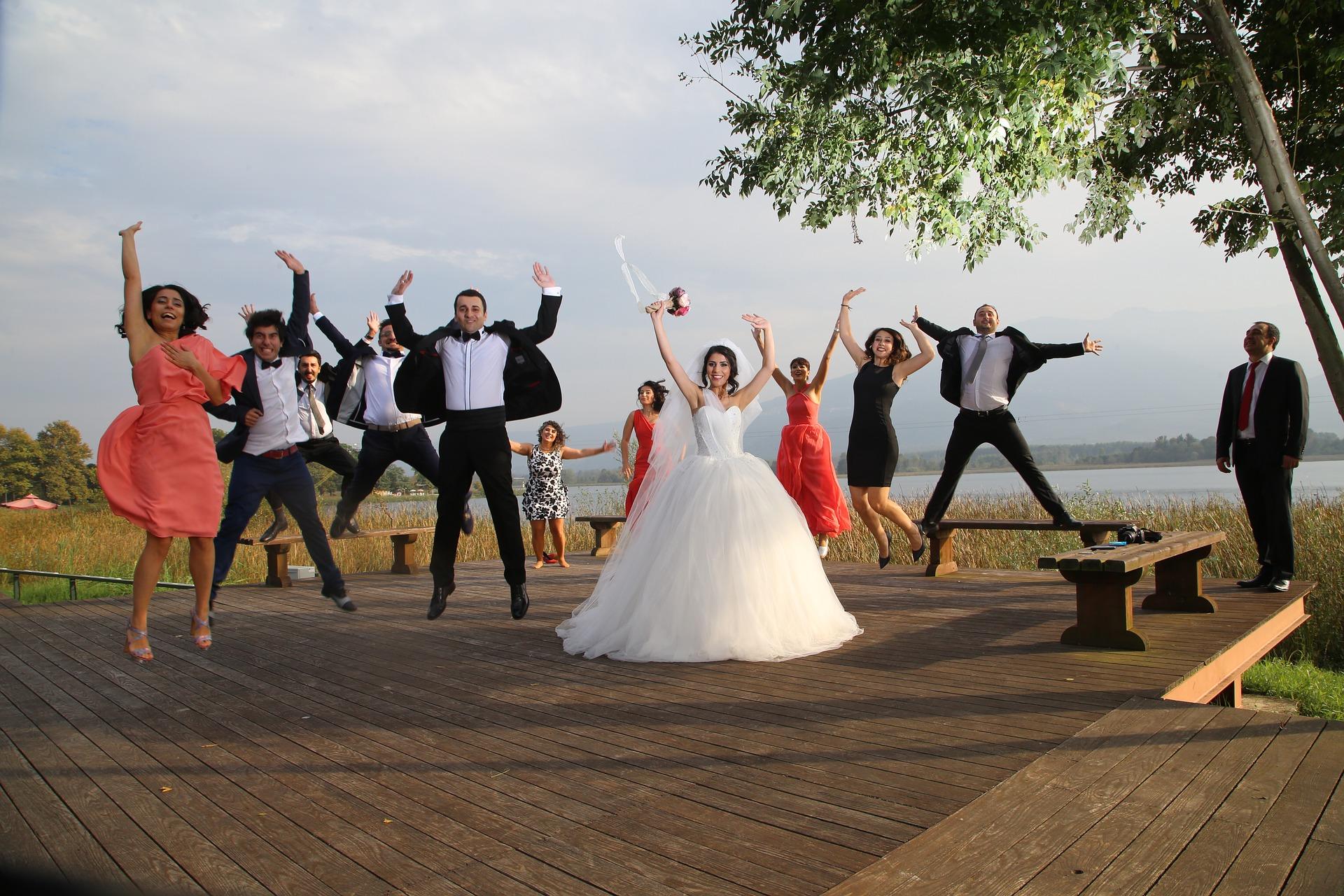 bride-and-groom-2718880_1920.jpg