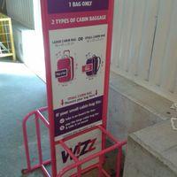 Miért alázza meg utasait fél centi miatt a Wizz Air?