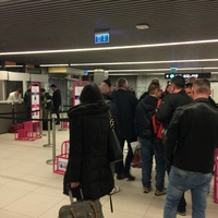 Új csomagvadász-bázison mér és büntet a Wizz Air Ferihegyen