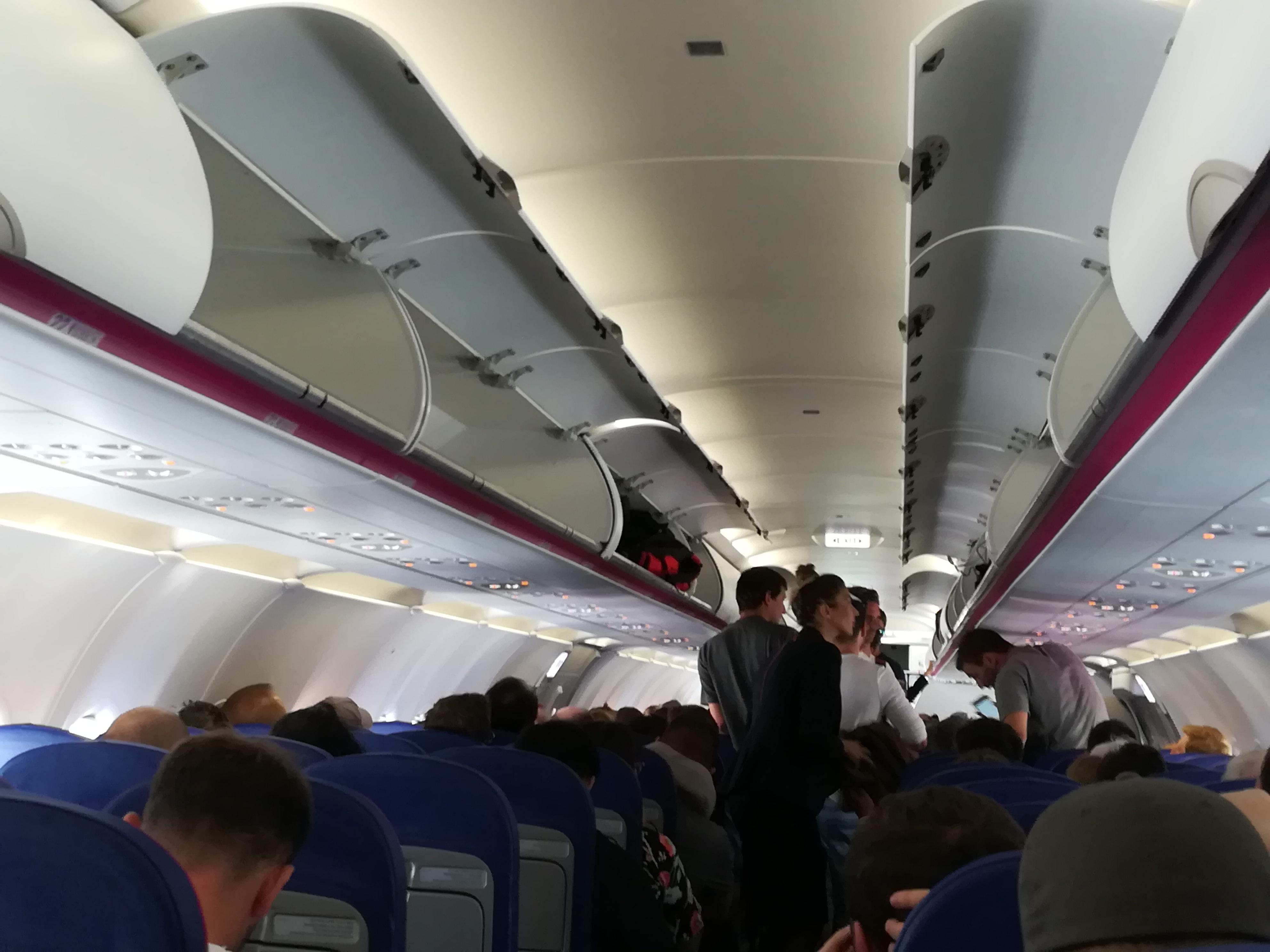 ddbe1eeab362 Sunyi szabályváltozással adott újabb pofont utasainak a Wizz ...