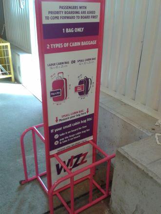 464d4b22fb73 Miért alázza meg utasait fél centi miatt a Wizz Air? - Fapados tippek,  trükkök, élmények
