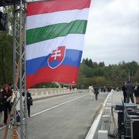 Színuszgörbék avagy előítéletek nélkül, higgadtan értékeljük a szlovák és a magyar gazdaságot