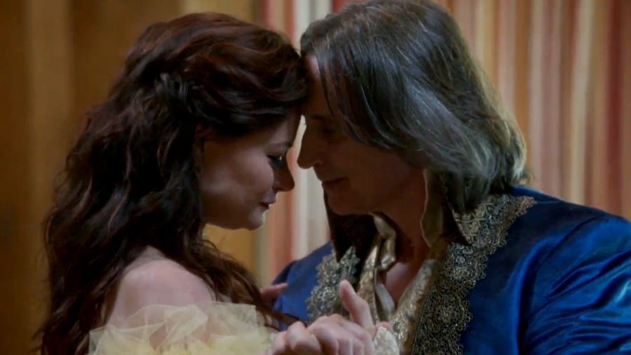 emilie-de-ravin-robert-carlyle-once-upon-a-time-abc.png