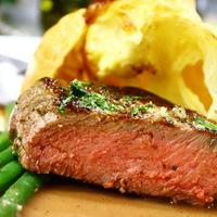Steak kéksajtos fűszervajjal, Yorkshire pudding