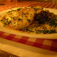Csirkehússal töltött ravioli, gorgonzolás gombamártással, rozmaringos, zsályás fűszervajjal