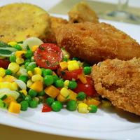 Panírozott csirkeszárnyak  kukorica salátával