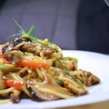 Ázsiai pirított tészta rostélyossal