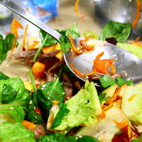 Saláta kacsával, gyümölcsökkel