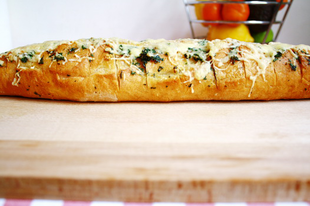 A pirítóson túl - Fűszervajas, sajtos baguette