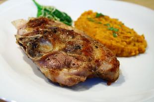 Báránycomb steak vöröslencsével