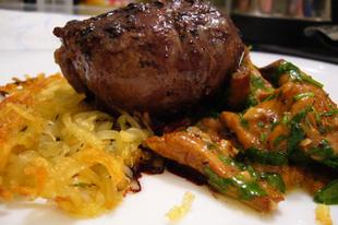 Filetto di manzo, spugnole e patate - Bélszín pirított rókagombával rösztivel