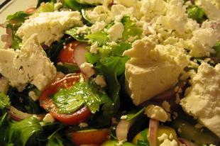 Görög est - Grillezett csirkecombok görögsalátával
