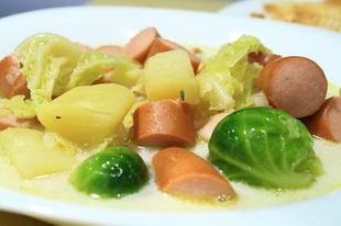 Télbúcsúztató szombat esti vacsora - frankfurti leves, szalagosfánk