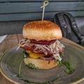 Méretes hamburger hús nélküli hússal - Vegán BBQ Burger