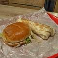 Csirke nélkül is jól lehet lakni a KFC-ben - Halloumi Twister/Burger