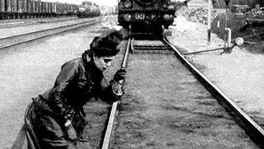 Akit a mozdony megcsapott