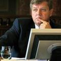 A megfelelő ember V. : Alkotmánybíró(k) végzettség nélkül
