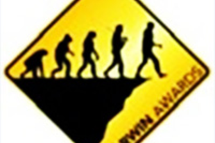 Darwin díj az MSZP-nek, orrkoppintás Sólyomnak