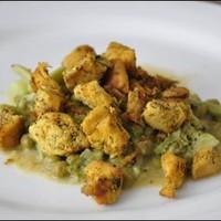 Brokkolis borsófőzelék fűszeres csirkemellel
