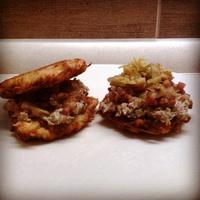 Krumplilepcsánka pirított velővel és édes baconos hagymával