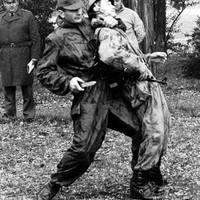 A rejtőzködés hat évtizede – az 1951M álcázó kezeslábasok