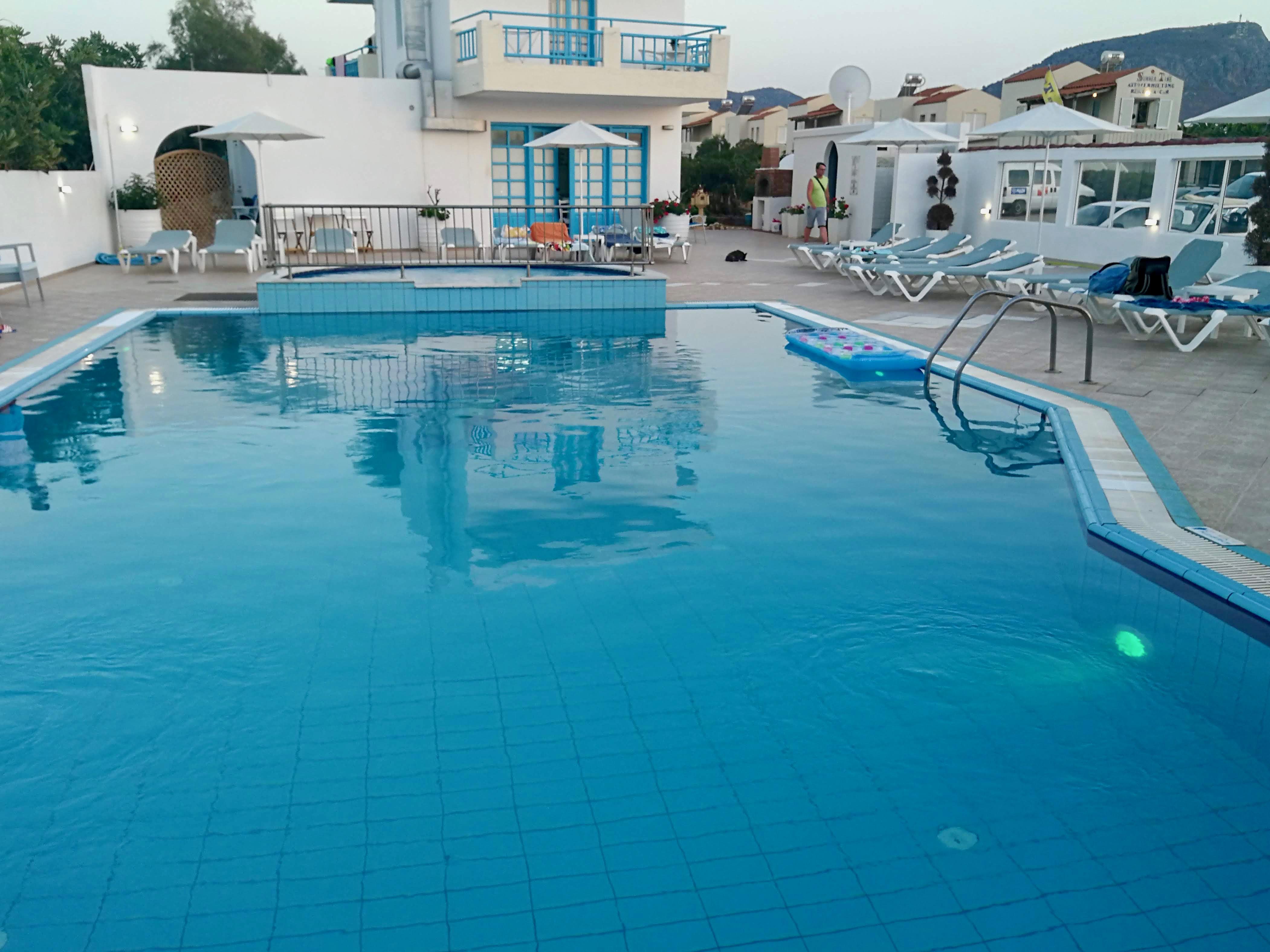 A hotel medencéje