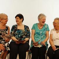 Négy katolikus nő beszélget...