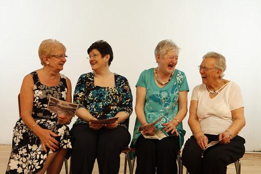 four_women_www_jokesoftheday_net.jpg