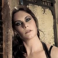 Karanténban van Floor Jansen - beteg az énekesnő