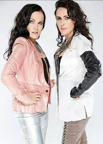 sharon-and-tarja-within-temptation-35652561-356-500.jpg