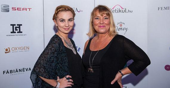 Hullán Zsuzsa és lánya is ellátogattak a divatshow-ra.