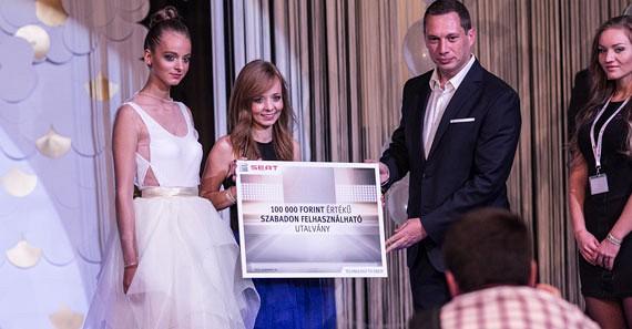 A SEAT különdíját, egy 100 000 Ft értékű szabadon felhasználható vouchert, Papp Zoltán, a SEAT márkaigazgatója adta át Sitku Bernadett számára.